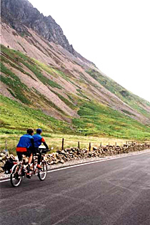 Tandem cyclists in the mountains of Snowdonia