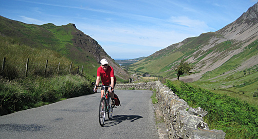 Cyclist at top of Nantlle Valley, Snowdonia