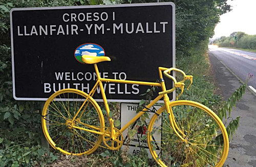 Builth Wells sign in Welsh and English with bike
